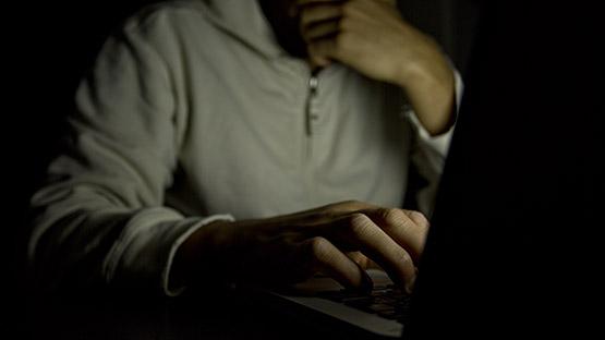 1) El derecho al anonimato.
